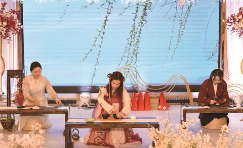 """江津首次茶文化公益汇演完美谢幕 20名本土茶艺师带来""""茶艺大秀"""".."""